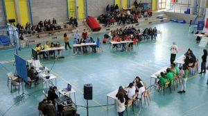 """Squadre schierate nellla palestra dell'Ipc """"Ceccherelli"""" durante il premio letterario """"LiberaMente"""" (foto Paolo Barlettani)"""